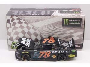 martin truex jr 2017 kentucky win 1/24 raced version diecast