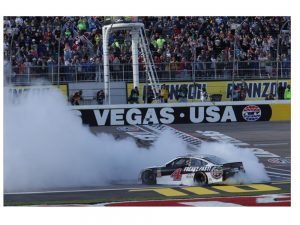 kevin harvick 2018 las vegas raced version win diecast car