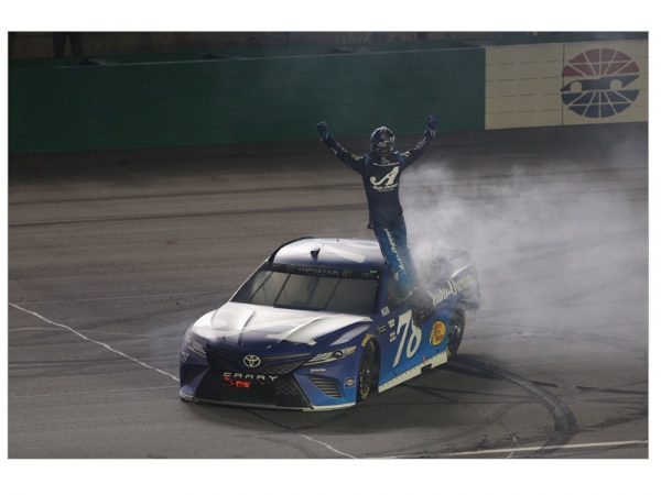 martin truex jr 2018 kentucky win raced version diecast